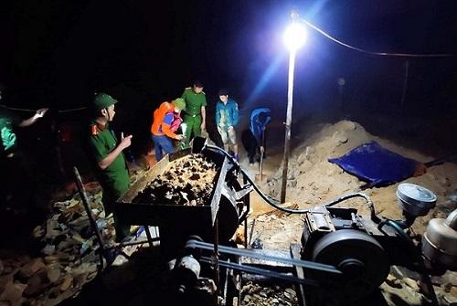 """Hà Tĩnh: Phát hiện 2 nhóm đối tượng khai thác vàng """"trộm"""" trong đêm - ảnh 1"""