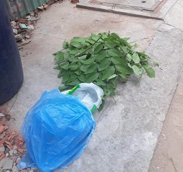 TP.HCM: Tá hỏa phát hiện bé trai sơ sinh bị dán băng keo, bỏ trong thùng rác - ảnh 1