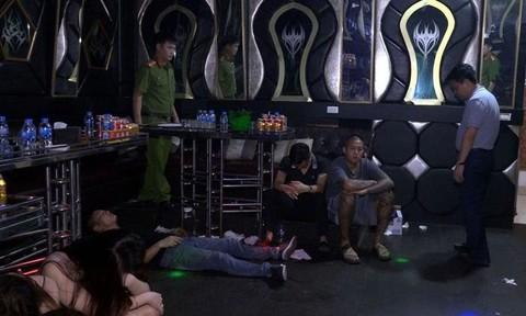 """Phát hiện 99 """"nam thanh nữ tú"""" phê ma túy trong quán karaoke - ảnh 1"""