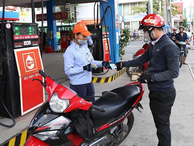"""Sau 4 lần tăng giá liên tiếp, giá xăng dầu bất ngờ """"đứng im"""" - ảnh 1"""