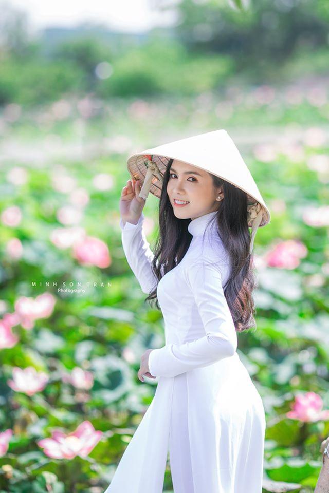"""Cô gái miền Tây giống Ngọc Trinh như đúc, xinh đẹp quyến rũ không kém cạnh """"nữ hoàng nội y"""" - ảnh 1"""