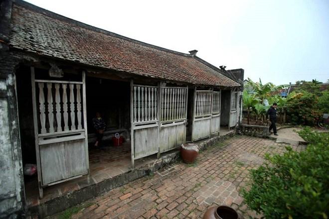 """Ngôi nhà Bá Kiến 100 năm tuổi nhưng là """"báu vật"""" làng Vũ Đại - ảnh 1"""