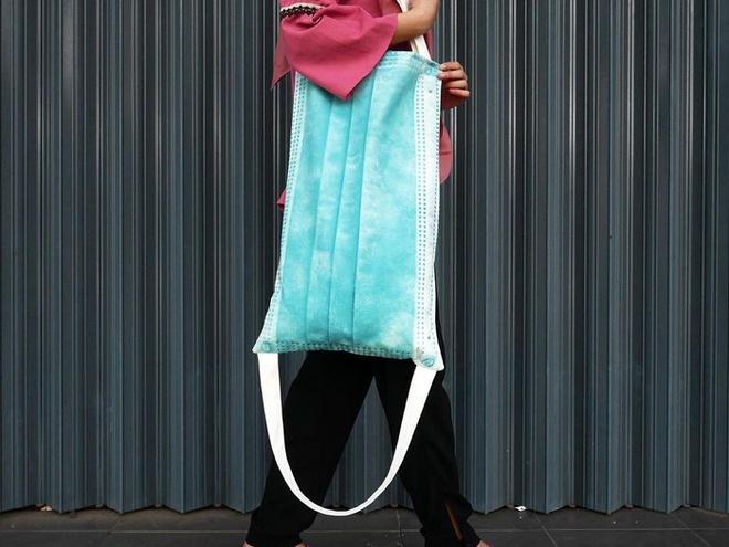 """Túi hình khẩu trang khổng lồ độc đáo, """"làm mưa làm gió"""" trên mạng xã hội - ảnh 1"""