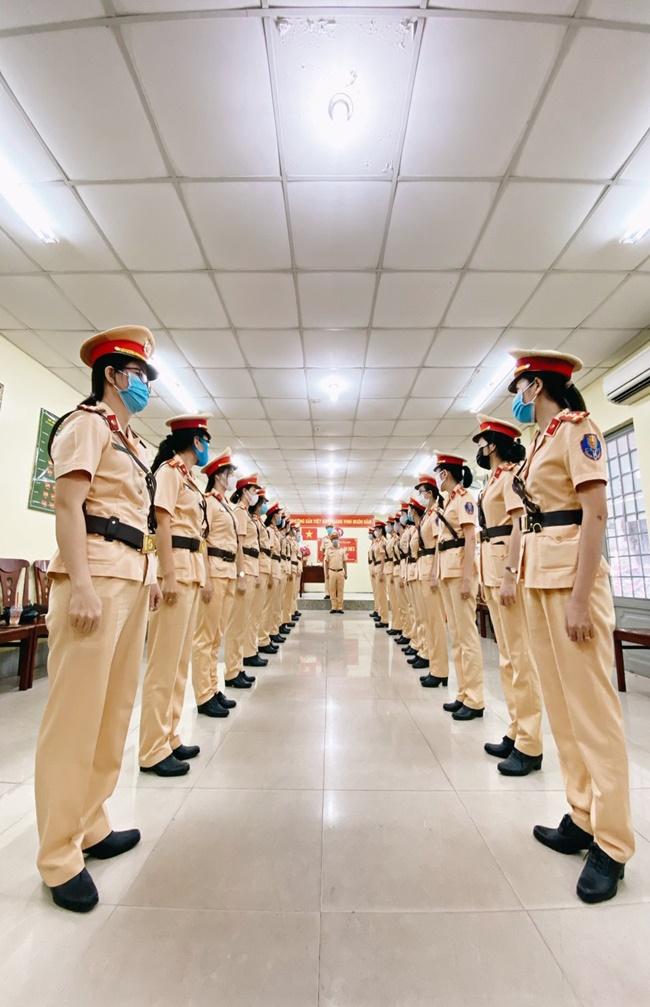 """Những """"bóng hồng"""" xinh đẹp của đội nữ CSGT dẫn đoàn Công an TP.HCM - ảnh 1"""