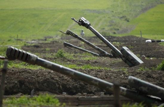 Armenia và Azerbaijan triển khai pháo binh ở khu vực tranh chấp - ảnh 1