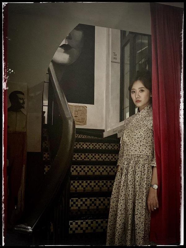 """Trấn Thành chụp ảnh cho Hari Won thế nào mà dân mạng thốt lên """"nhìn như ảnh kinh dị""""? - ảnh 1"""