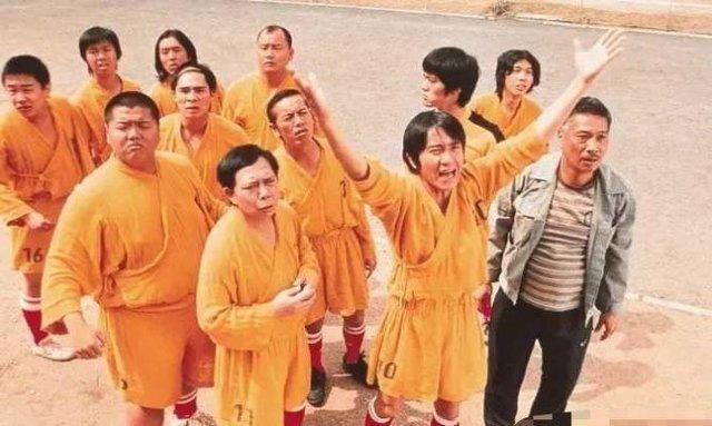 """""""Vua hài"""" Châu Tinh Trì chụp ảnh với 40.000 người hâm mộ, lý do phía sau khiến khán giả cảm thán - ảnh 1"""