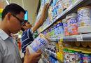 Thị trường - Giá sữa cho trẻ em giảm nhỏ giọt, cơ quan quản lí nói gì?