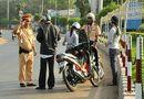 Tình huống pháp luật - Đi xe không có bằng lái bị phạt bao nhiêu tiền?