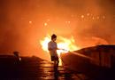 Tin trong nước - Chân đất, mình trần liều lĩnh dập lửa sát Keangnam