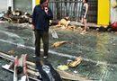 Tin trong nước - Xe khách mất lái đâm vào nhà dân, hơn 30 người hoảng loạn