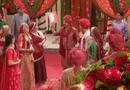 Cô dâu 8 tuổi: Em gái Nandidi bị phát hiện ăn cơm trước kẻng trong đám cưới