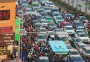 Tin trong nước - Chiều 27 Tết, xe cộ nối hàng dài bất tận khắp các tuyến phố Hà Nội