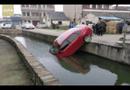 Ôtô tự lao xuống sông vì tài xế quên kéo phanh tay