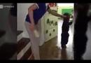 Video-Hot - Mẹ sốc rụng rời khi xem video con bị cô giáo bạo hành