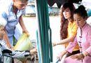Chuyện làng sao - Thuý Nga, Kavie Trần về Việt Nam tất bật phát cơm, tặng gạo mùa Vu lan