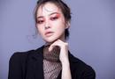 Hoa hậu Kiều Ngân biến hoá chóng mặt với kiểu make up Gothic
