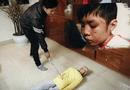 Tin tức - Mẹ kế cầm đũa vụt vào mặt con chồng 10 tuổi vì ăn vụng thịt bò