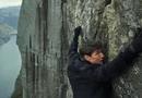 """18 năm kể từ phần phim đầu tiên, Tom Cruise vẫn \""""bất khả chiến bại\"""""""