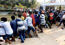 Tin tức - Hơn 100 người giải cứu nạn nhân bị kẹt giữa nắp cống
