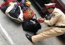 Tin tức - CSGT bắt ôtô khách vận chuyển hơn 100 kg pháo