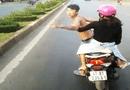 Tin tức - Xác định danh tính thanh niên đầu trần chạy xe lạng lách, chặn đầu xe khách