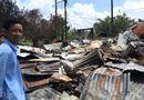 Tin tức - Bộ trưởng Bộ GD&ĐT hỗ trợ gia đình giáo viên và học sinh có nhà bị cháy tại Cà Mau