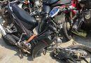 Tin tức - Nam thanh niên đâm xe vào cột điện khiến xe máy gãy đôi, tử vong tại chỗ