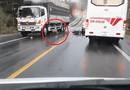 Tin tức - Video: Vượt ẩu tông trúng ô tô, nam thanh niên bị xe tải cán qua người