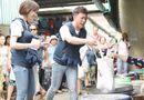Video: Trấn Thành - Hari Won xin từng món khi đi chợ và nấu khét cả nồi cháo