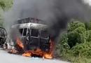 Tin tức - Tin tai nạn giao thông mới nhất ngày 26/7/2018: Xe tang lễ bốc cháy trên quốc lộ