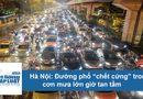 """Tin tức - Video: Đường phố Hà Nội """"chết cứng"""", dòng người """"chôn chân"""" trong cơn mưa lớn giờ tan tầm"""