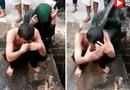 Tin tức - Video: Cặp đôi bị tố ngoại tình ngồi im để dân làng dội nước cống lên đầu