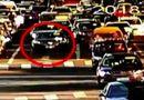 Video: Hy hữu tài xế ngủ quên khi dừng đèn đỏ