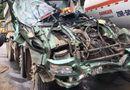 Tin tức - Tin tai nạn giao thông mới nhất ngày 10/11/2018: Đấu đầu xe bồn chở xăng, ô tô tải bẹp như đống sắt vụn