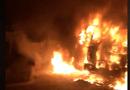 Tin tức - Tin tức thời sự 24h mới nhất ngày 26/11/2018: Xe đầu kéo bốc cháy dữ dội khi đang bị CSGT xử lý trong đêm