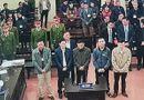 Những hình ảnh đầu tiên tại phiên tòa xét xử vụ chạy thận 9 người chết ở Hòa Bình