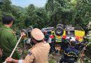 Hiện trường vụ xe khách chở 21 người lao xuống vực sâu ở đèo Hải Vân