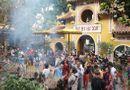 Người dân tấp nập đi chùa cầu may ngày đầu năm mới Kỷ Hợi 2019