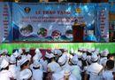 Tin trong nước - CSGT HN tặng 5.000 vở in hình tuyên truyền pháp luật cho học sinh