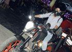 """Ngôi Sao - Nhung Kate tự lái motor """"khủng"""" đi sự kiện"""