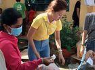 Tin tức giải trí - Á hậu biển Bảo Như giản dị về quê làm từ thiện