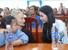 Tin tức giải trí - Hoa hậu Thu Vũ tri ân Mẹ Việt Nam Anh Hùng nhân ngày 27/7