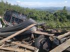 - Lật xe tải chở sắt thép, 3 người tử vong