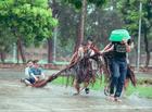 Cộng đồng mạng - 6 chàng sinh viên dầm mưa với bộ ảnh kỷ yếu