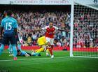 Bóng đá - Walcott thăng hoa, Arsenal thắng kịch tính Swansea và bắt kịp Man City