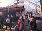 Người trong cuộc - Vợ chồng Công Vinh - Thủy Tiên lễ Phật ở Nepal dịp đầu xuân