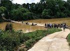 Tin trong nước - Tìm kiếm 3 mẹ con bị lũ cuốn trôi khi đi qua cầu tràn