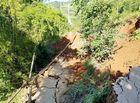 Tin tức - Đường sạt lở, sâu 7 m khiến một huyện ở Yên Bái bị chia cắt