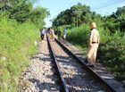 Tin tức - Người phụ nữ bị tàu hỏa kéo lê 50 mét tử vong khi băng qua đường sắt dân sinh
